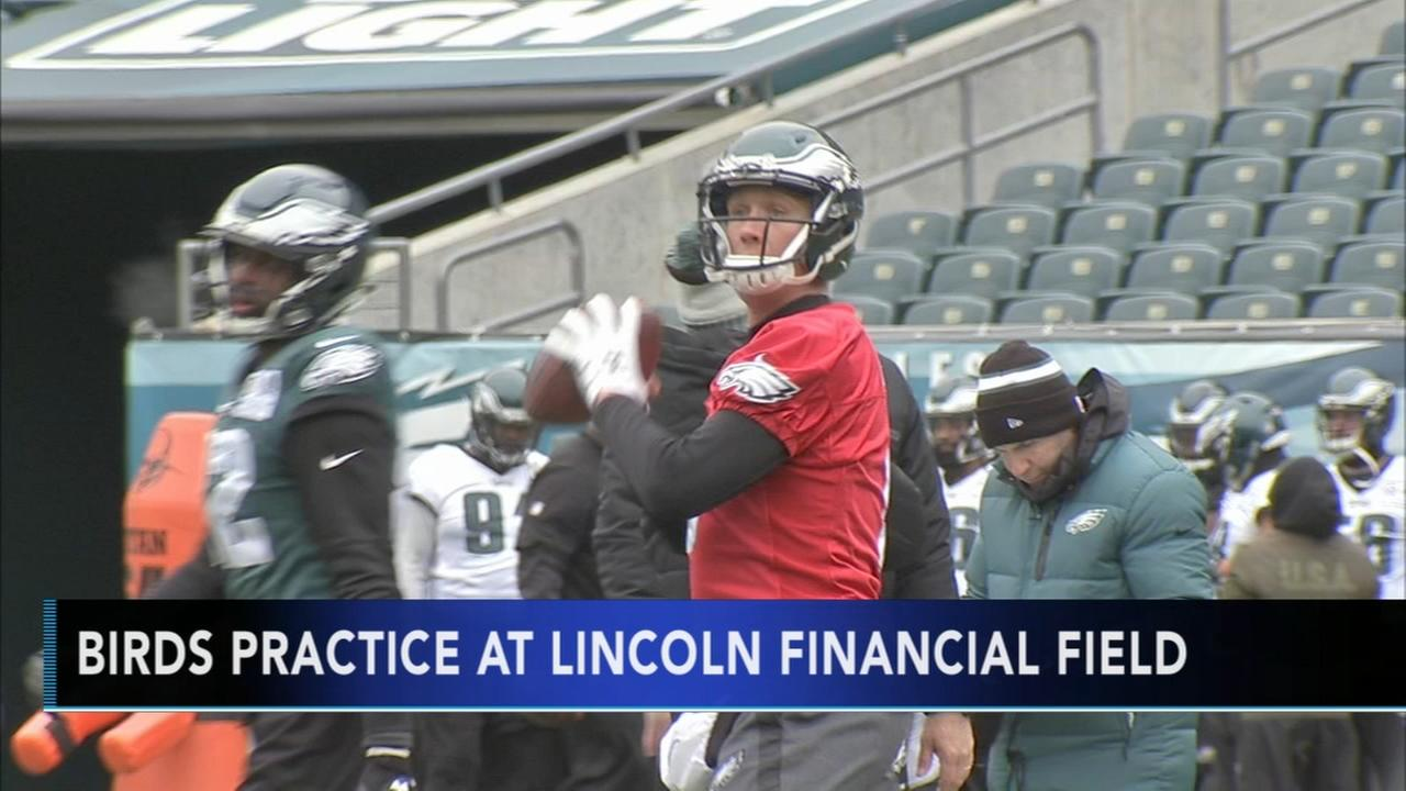 VIDEO: Eagles practice out in the elements at the Linc