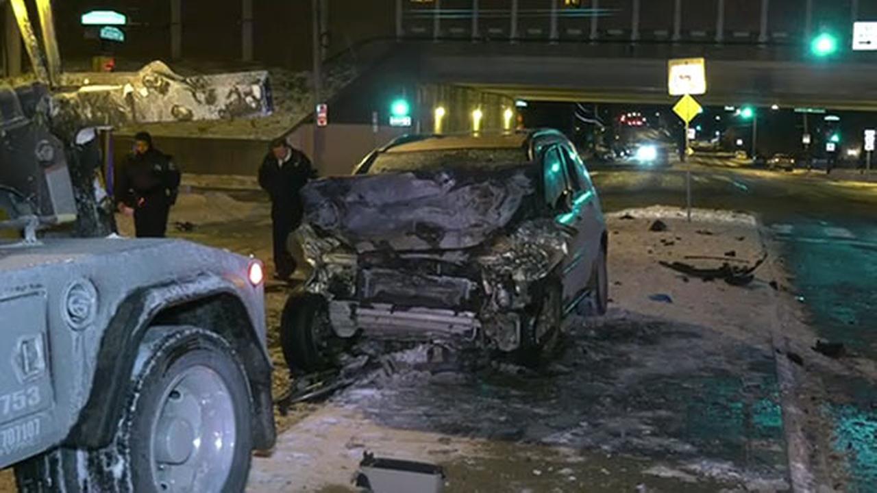 2 hurt after 2 vehicles collide in Northeast Philadelphia
