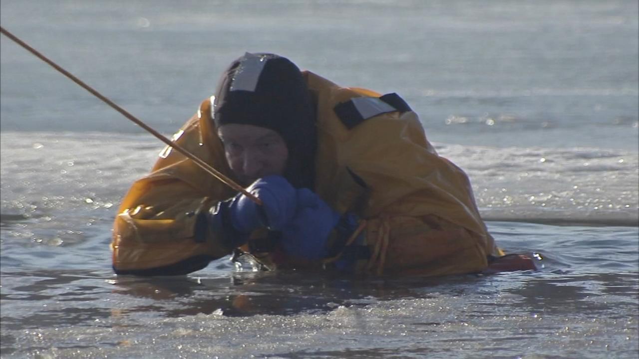 Philadelphia Police Marine Unit trains for ice rescues