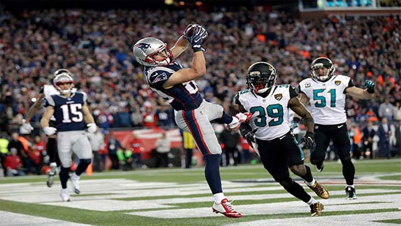 Patriots WR Danny Amendola catches a touchdown pass in front of Jaguars safety Tashaun Gipson and linebacker Paul Posluszny during the AFC championship NFL football game.