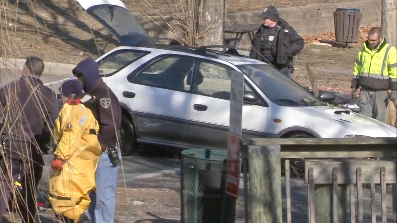 2 rescued after car goes into lake in Mercer County