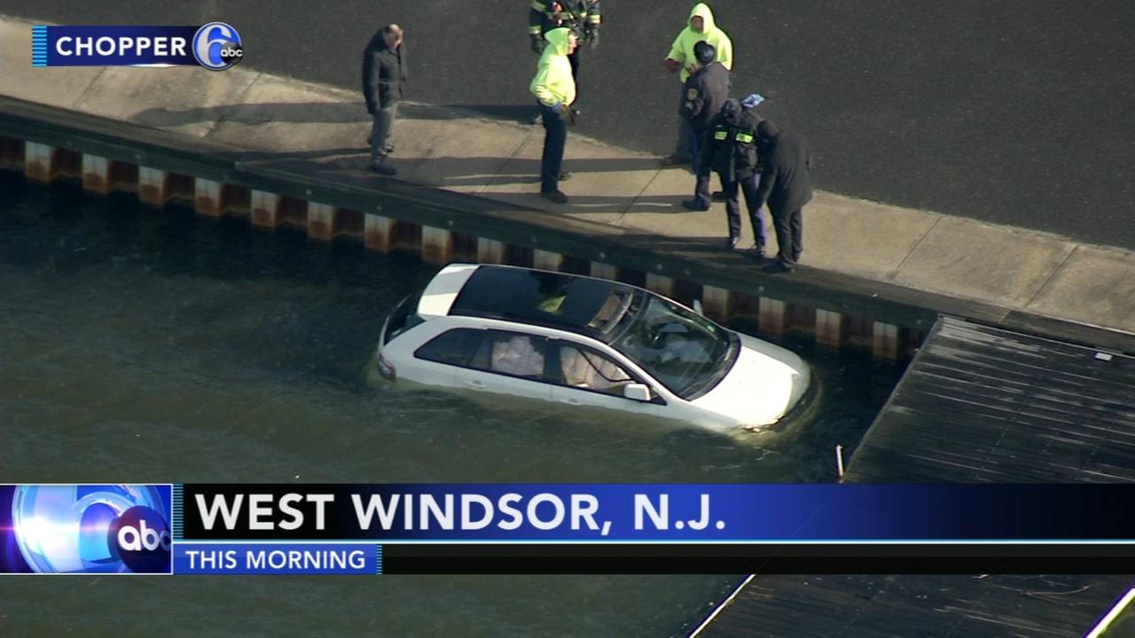 Car ends up in lake in West Windsor