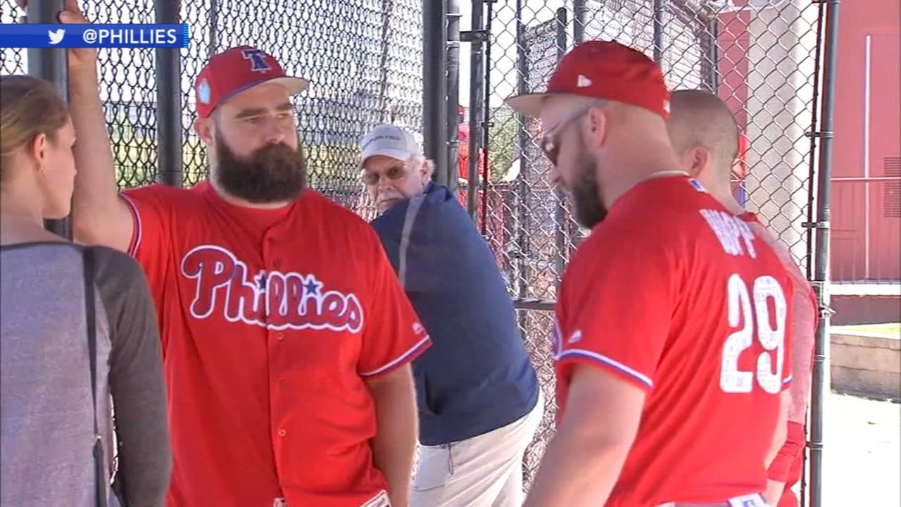 Jason Kelce speaks to Phillies at Spring Training
