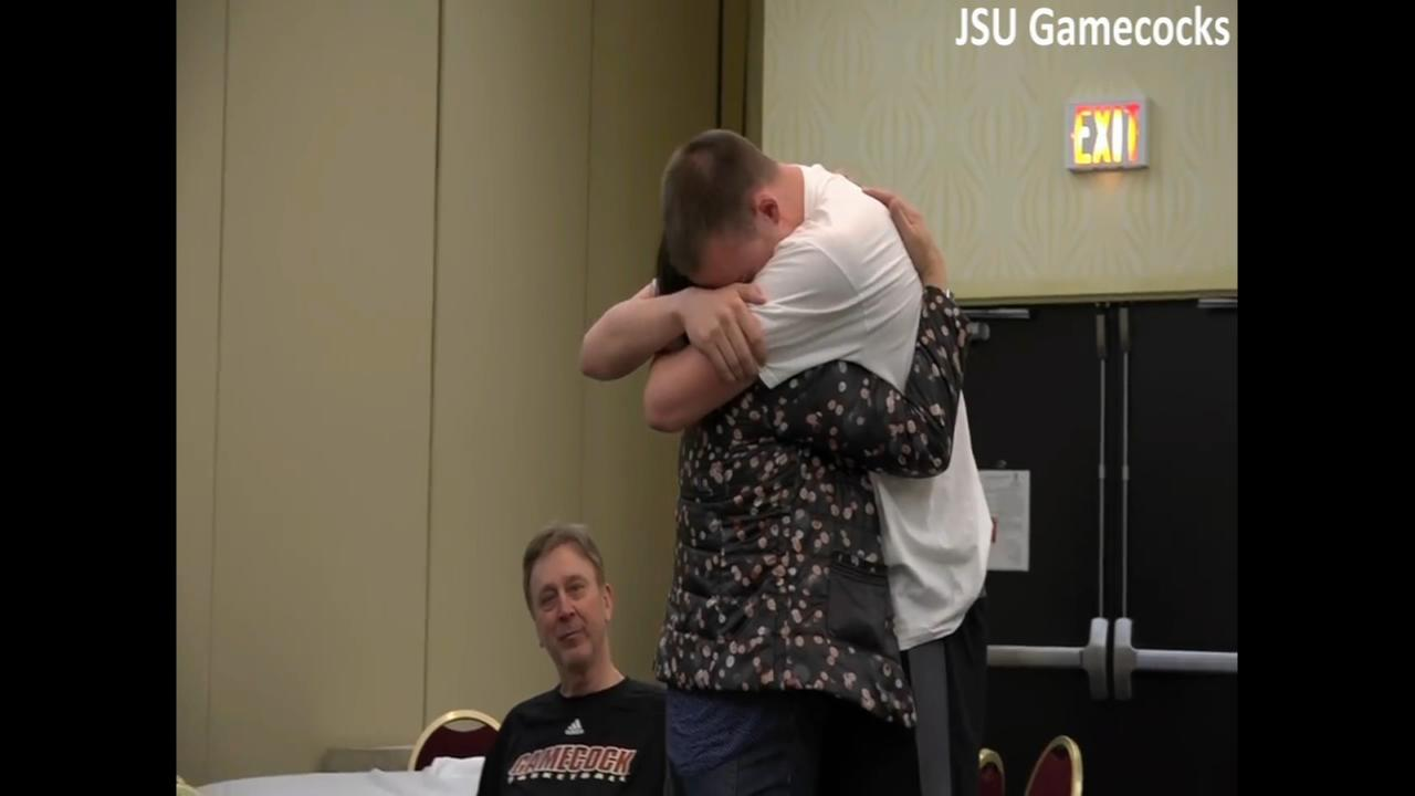 College basketball player reunited with mom for first time in five years