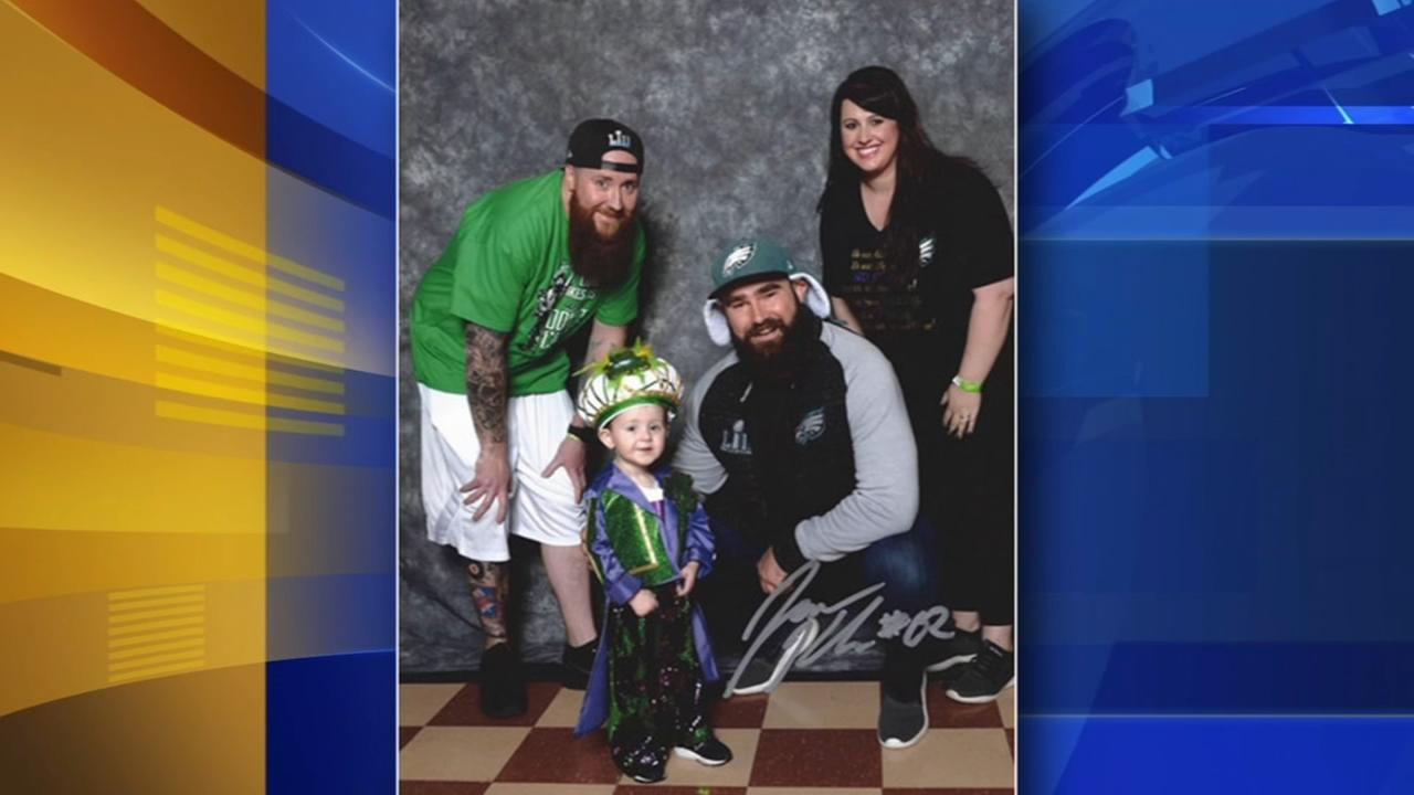Toddler dresses up as Jason Kelce