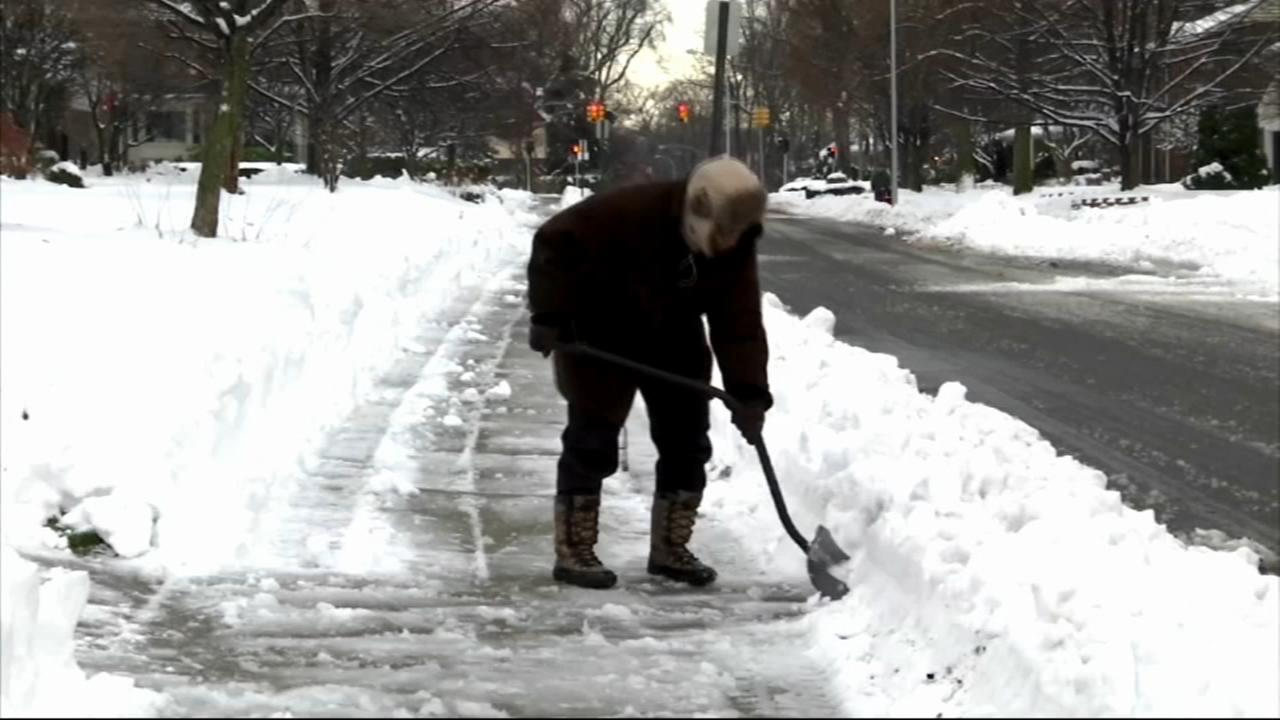 How to safely shovel heavy, wet snow to minimize back pain
