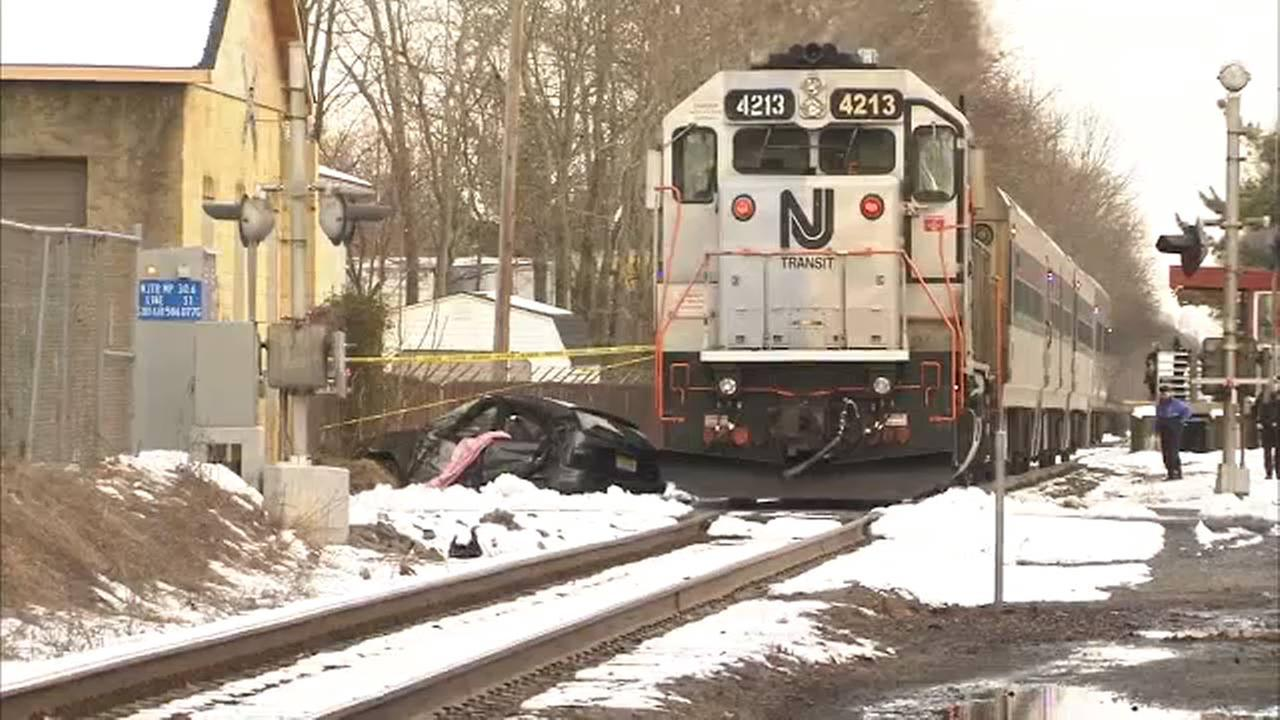 1 dead, 1 injured after car and train collide in Hammonton