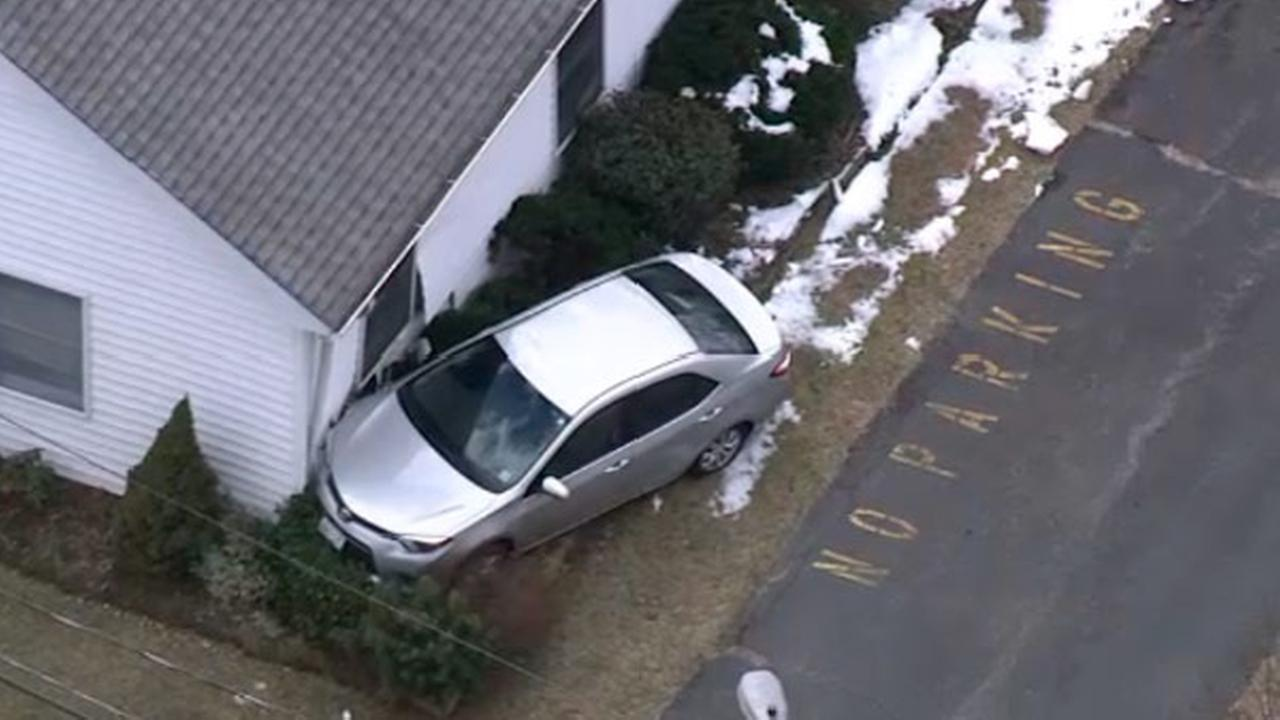 Car hits church in Eastampton, New Jersey