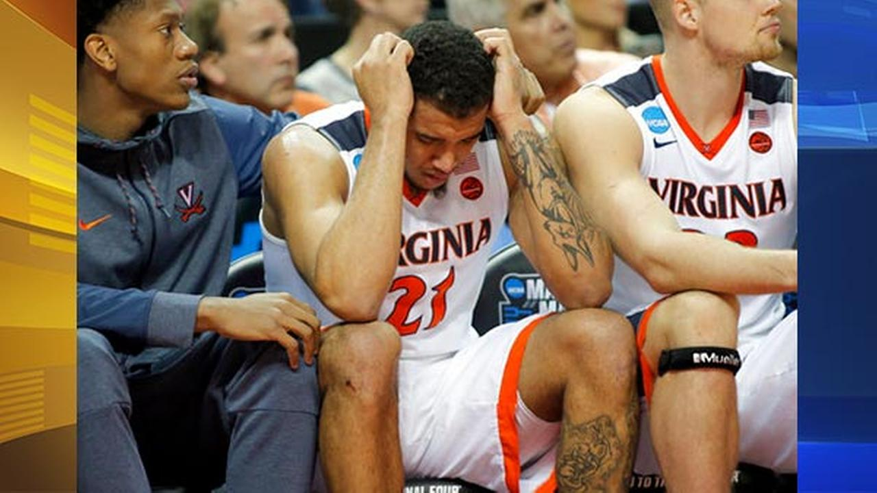 Virginias Isaiah Wilkins (21) is consoled after fouling out during the second half of the teams first-round game against UMBC in the NCAA mens college basketball tournament.