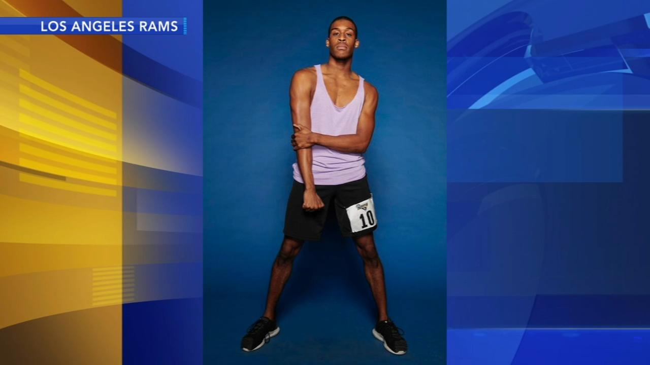 Rams add male cheerleaders to squad