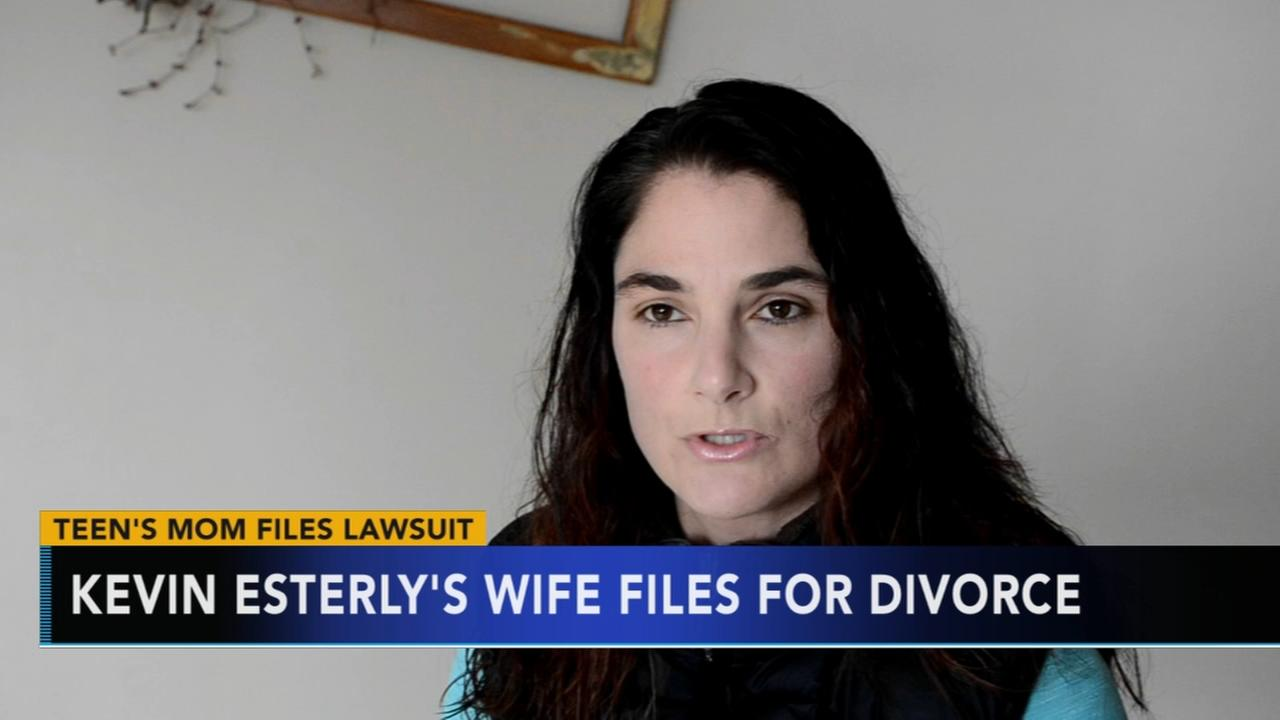 Kevin Esterlys wife files for divorce