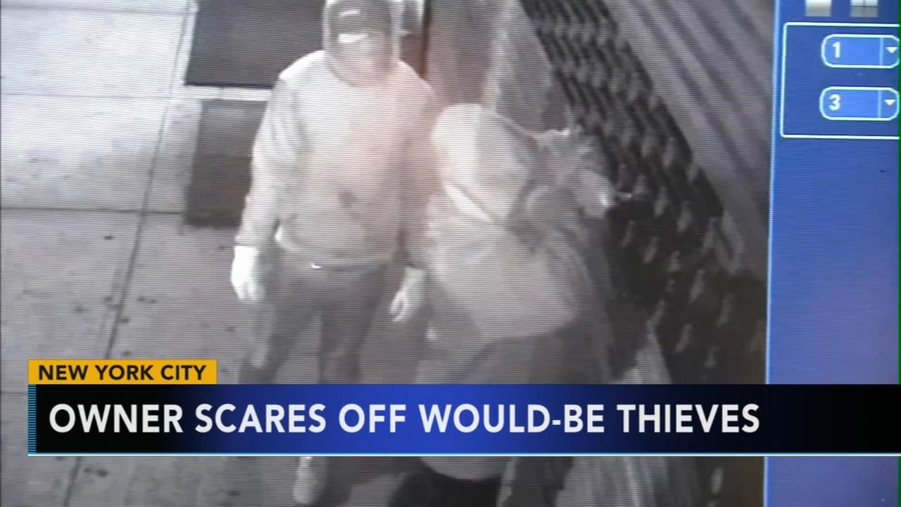 Jewelry heist foiled when would-be thieves run into store owner