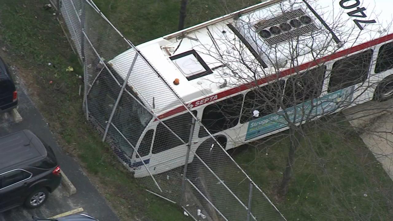 3 injured in SEPTA bus crash