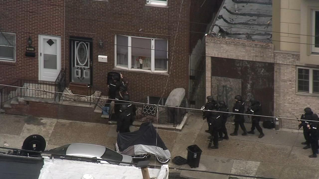 Barricade situation in South Philadelphia ends with 2 arrests