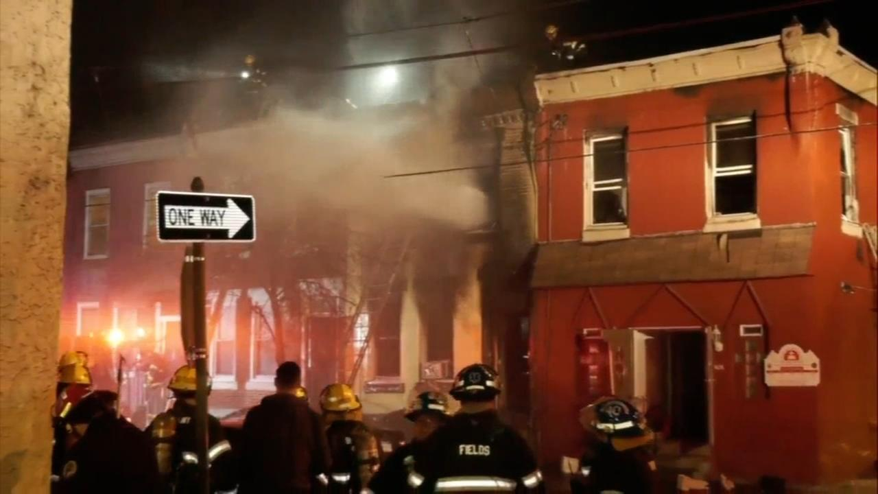 2 people killed in Point Breeze house fire