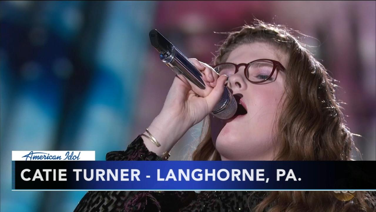Local 4 sing during Top 14 Idol show