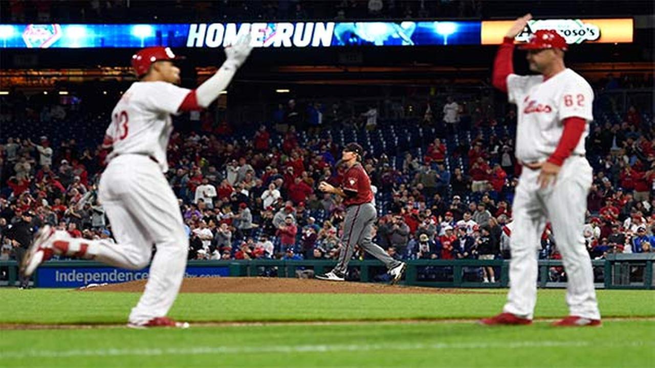 Arizona Diamondbacks starting pitcher Zack Greinke walks back to the mound after giving up a three-run home run to Philadelphia Phillies Aaron Altherr during the sixth inning.