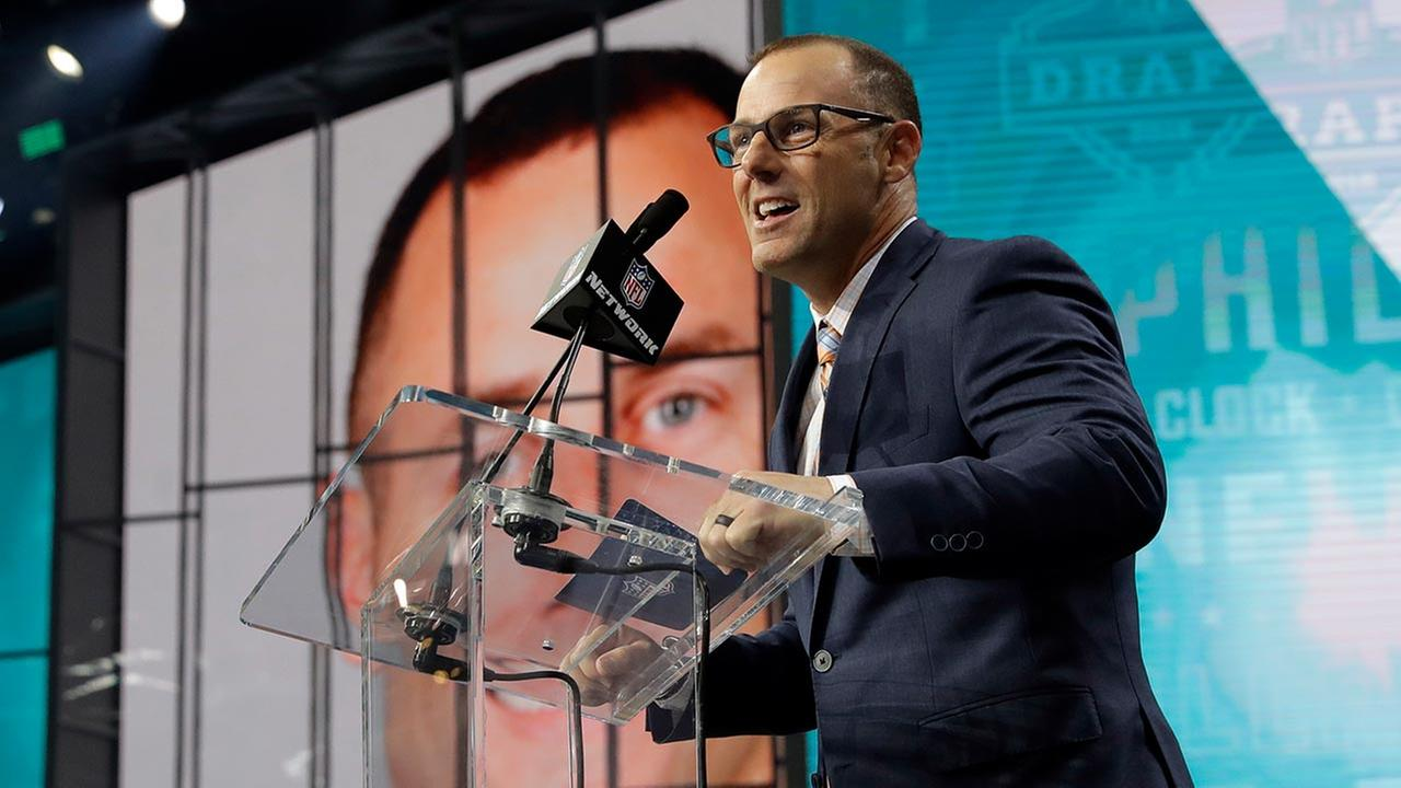 Former Eagle David Akers announces South Dakota States Dallas Goedert as the Eagles selection during the second round of the NFL draft on April 27, 2018 (AP Photo/Eric Gay)