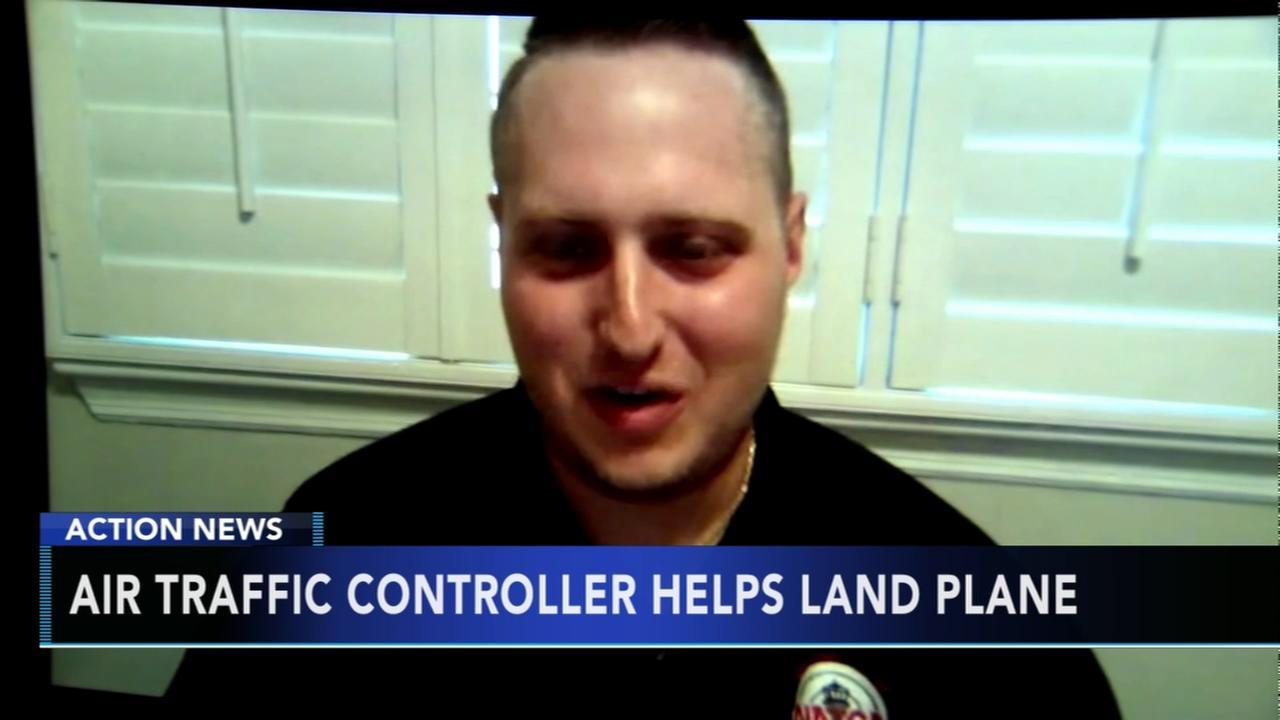 Air traffic controller helps land Southwest flight