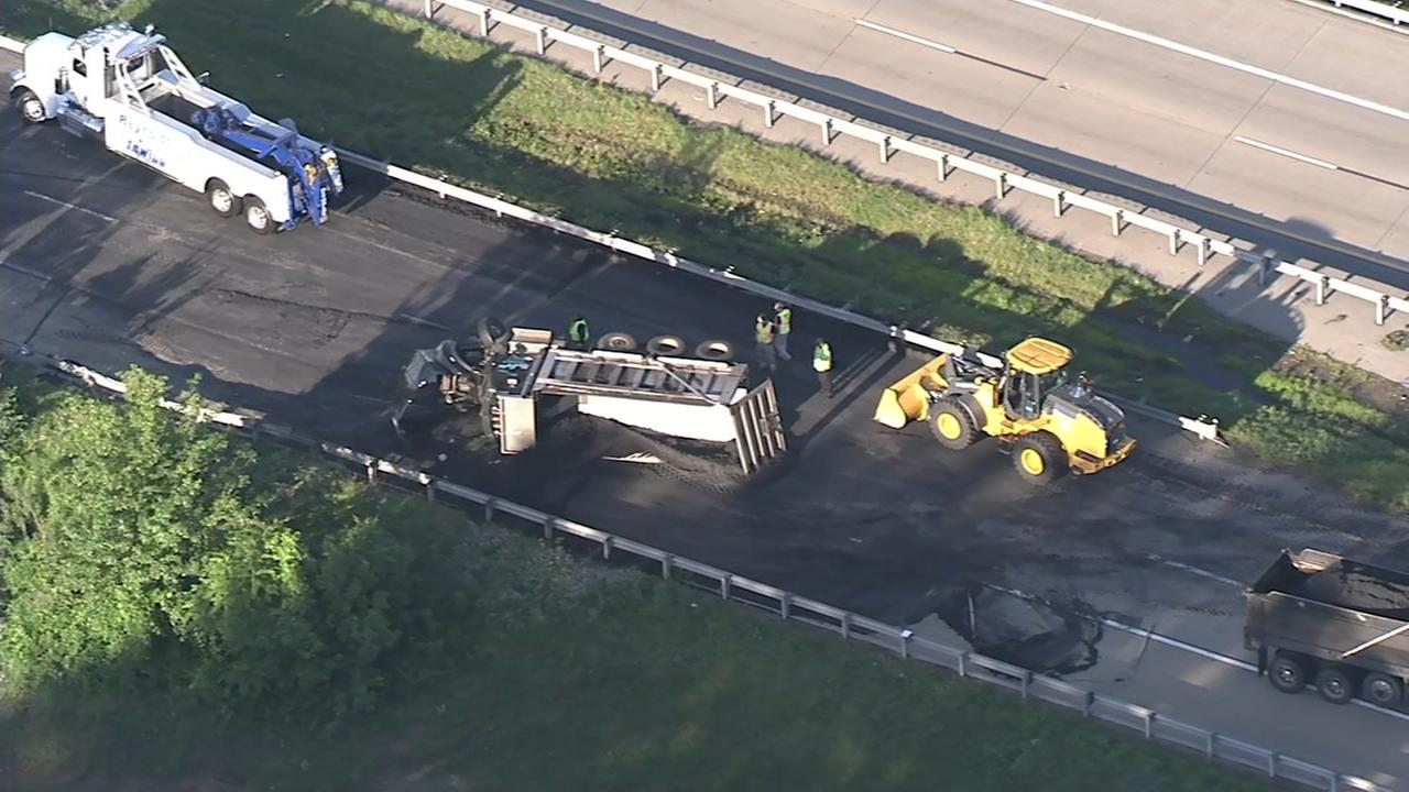 Dump truck overturns in Delaware
