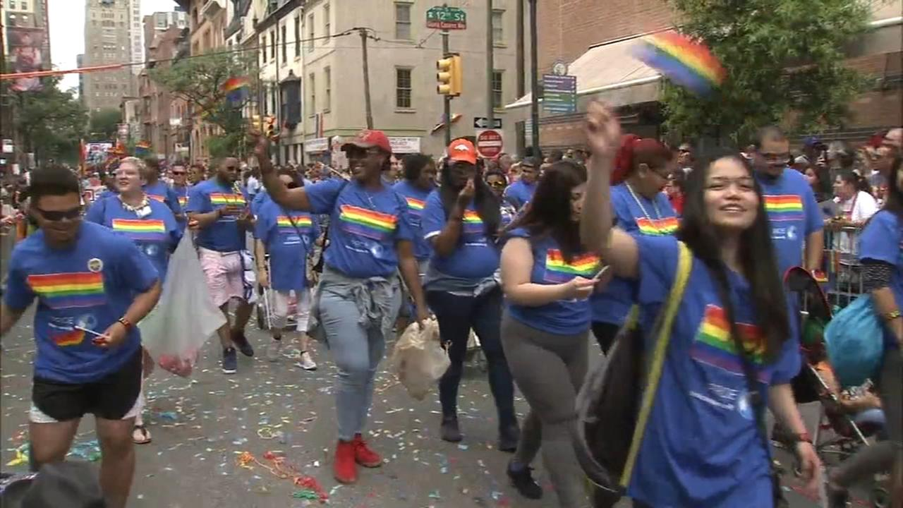 Rain doesnt dampen spirits at Philly Pride Parade
