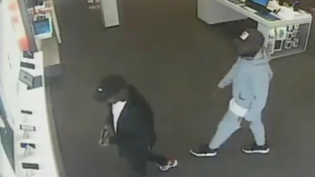 Two men steal iphones from AT&T store