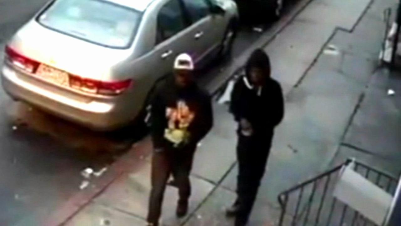 Mom, kids held at gunpoint in North Philadelphia home invasion
