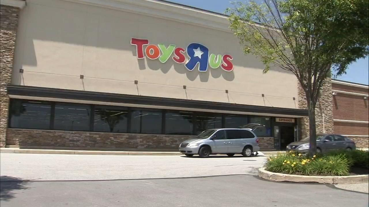 Last of the area Toys R Us closes its door in Exton
