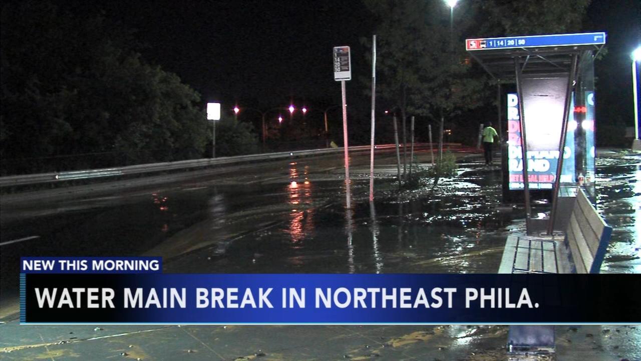 Water main break shuts down part of Roosevelt Boulevard