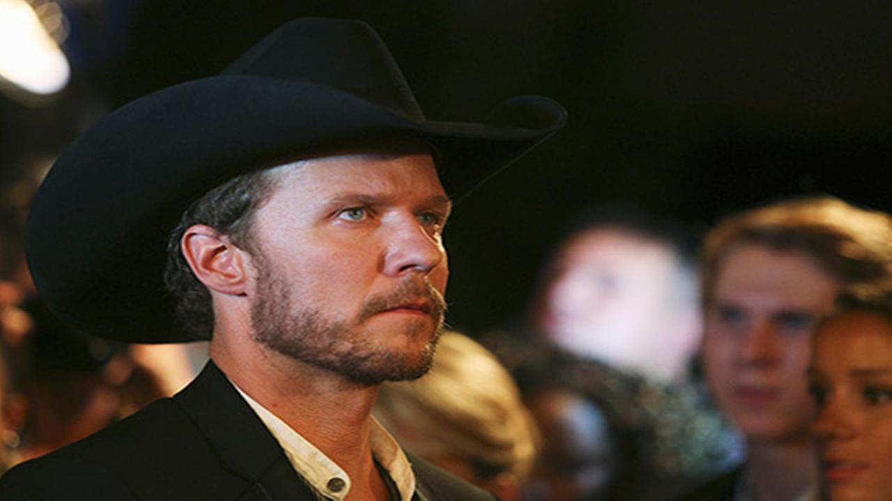 2 country stars help shape Will Chases TV persona