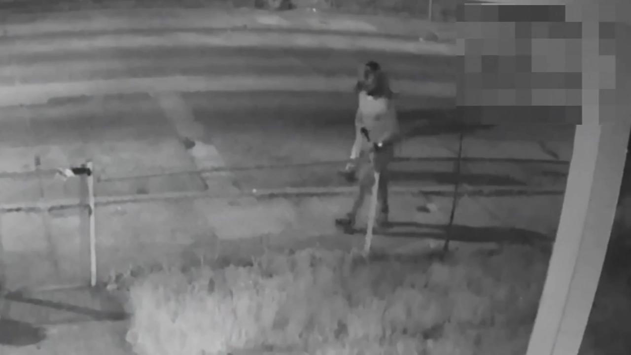 Pair of robbers sought in Camden
