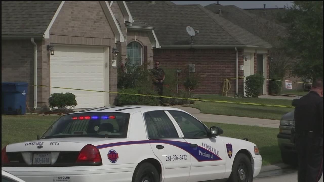 2 female suspected burglars shot, seriously injured by homeowner in Texas