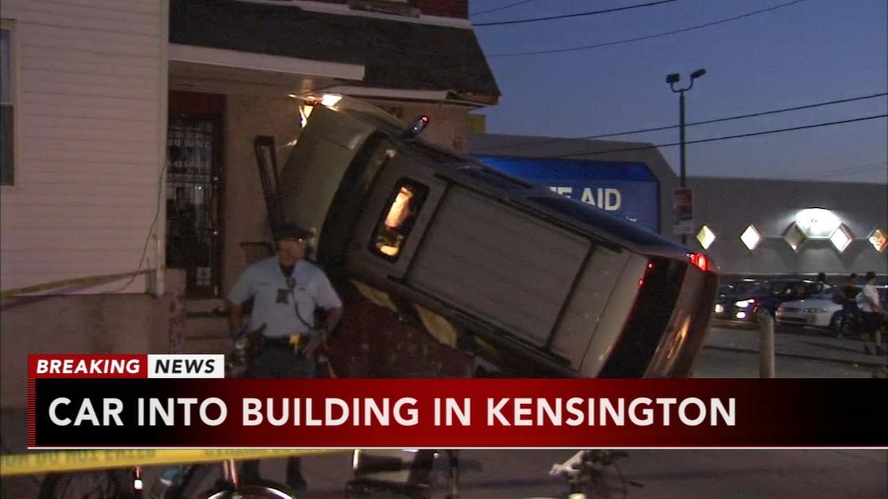 Car crashes into building in Kensington