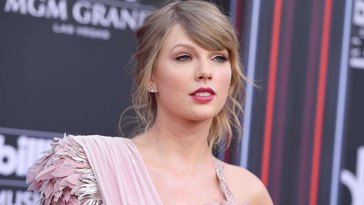 Taylor Swift arrives at the Billboard Music Awards at the MGM Grand Garden Arena on Sunday, May 20, 2018, in Las Vegas.