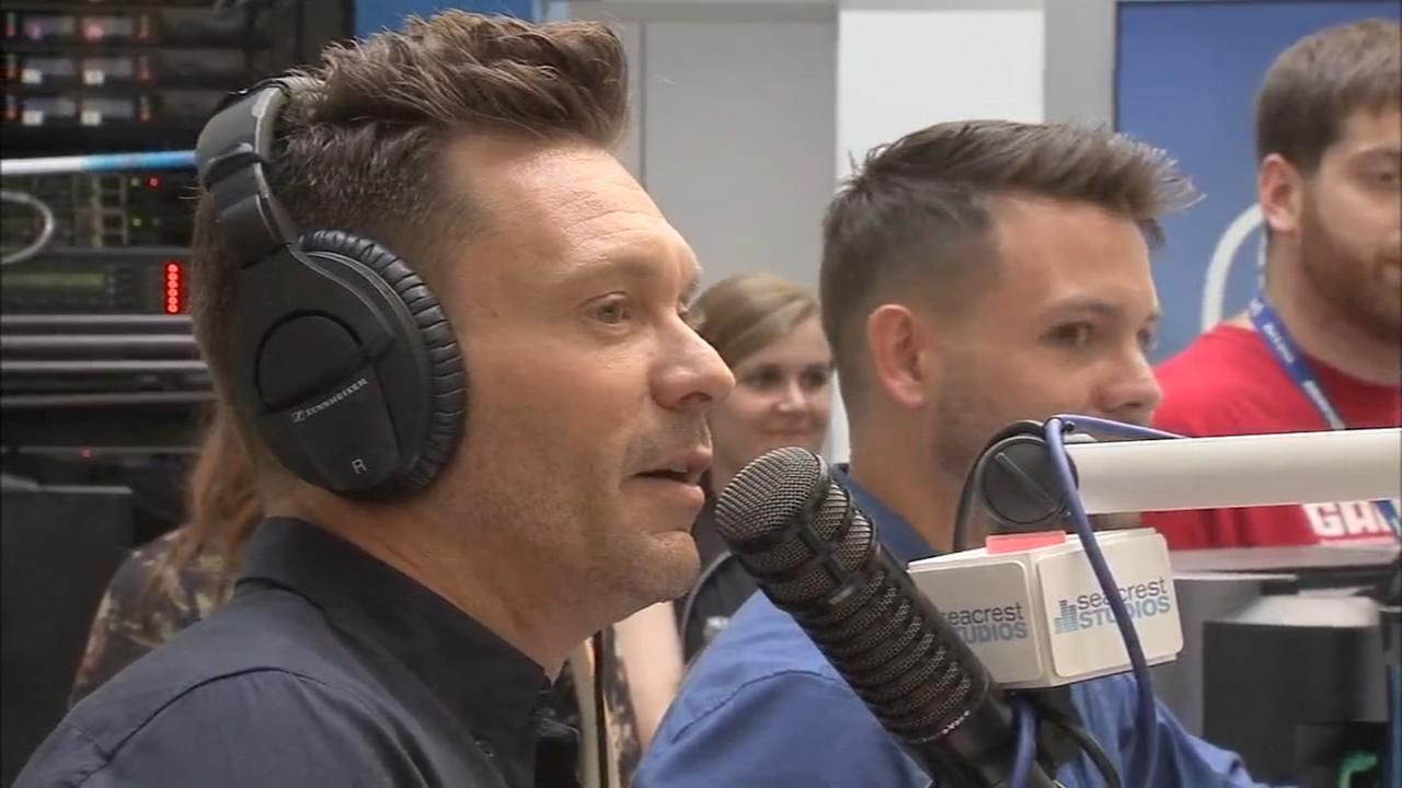 Ryan Seacrest pays a special visit to Childrens Hospital