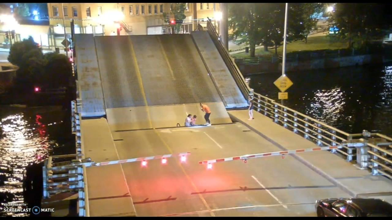Bicyclist falls in drawbridge opening