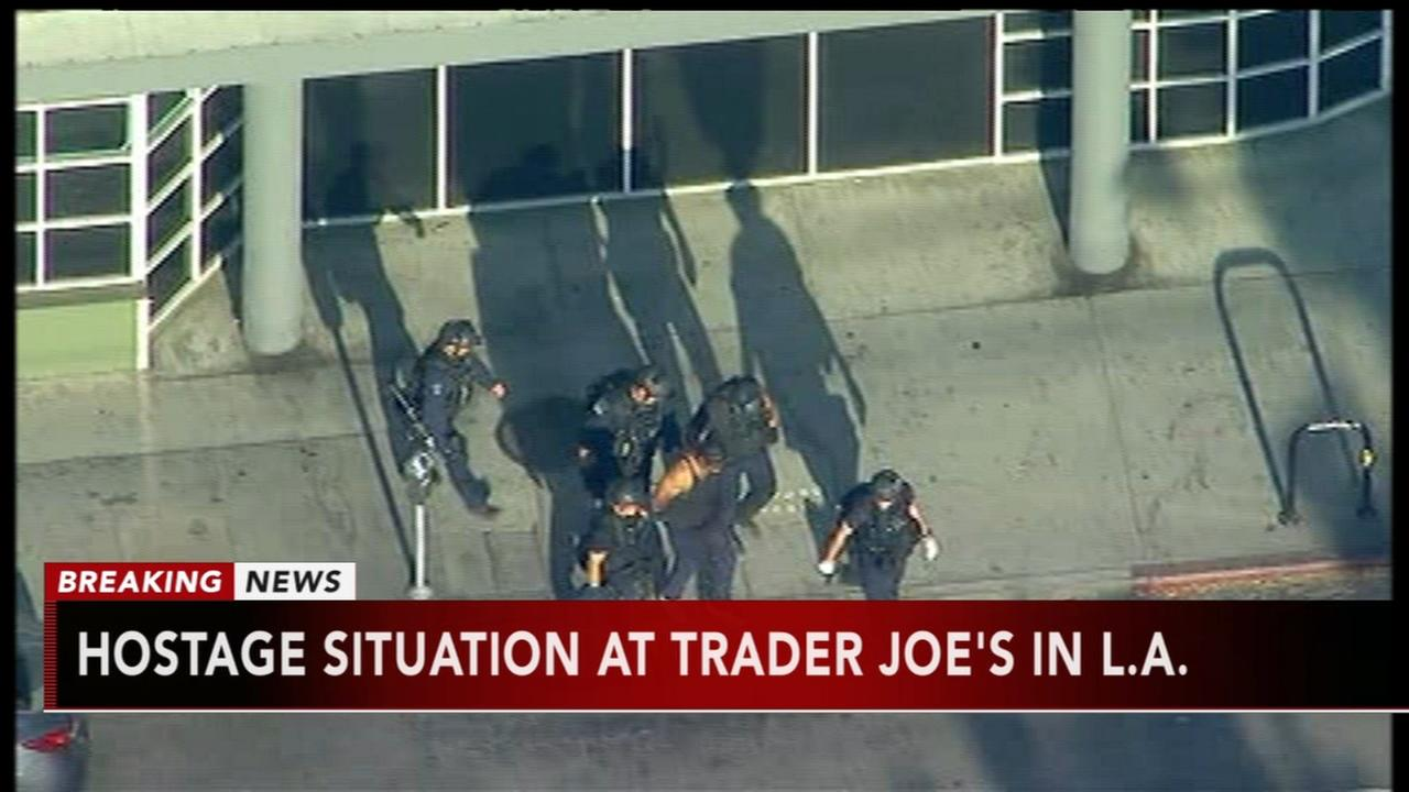 Shooting suspect in standoff at L.A. supermarket in custody