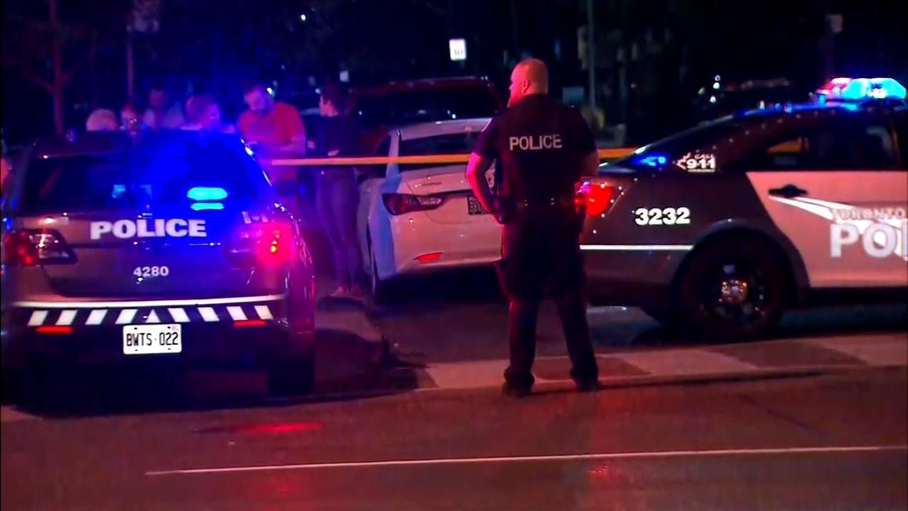 Man firing into Toronto cafes shoots 14 people, killing 2