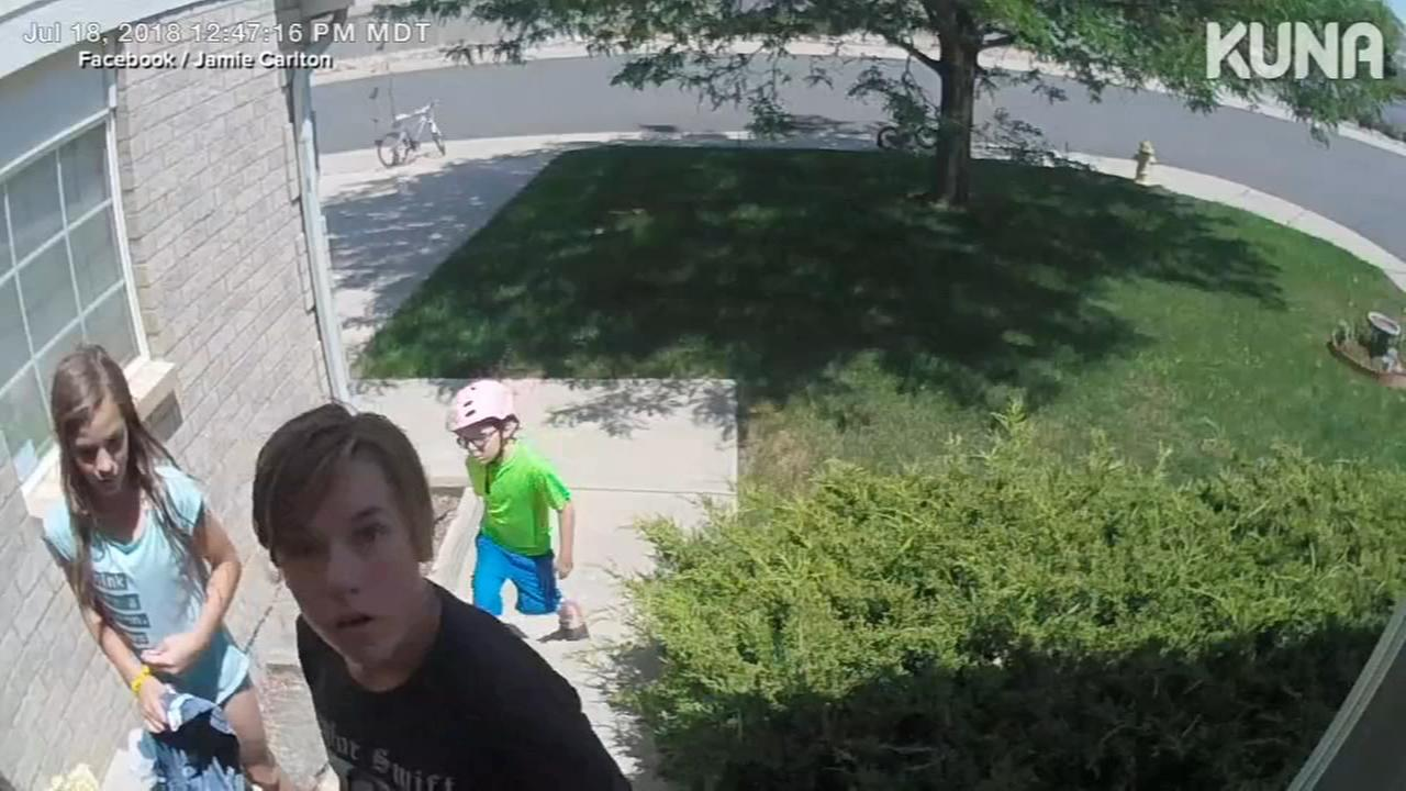 Caught on Camera: Kids return lost wallet