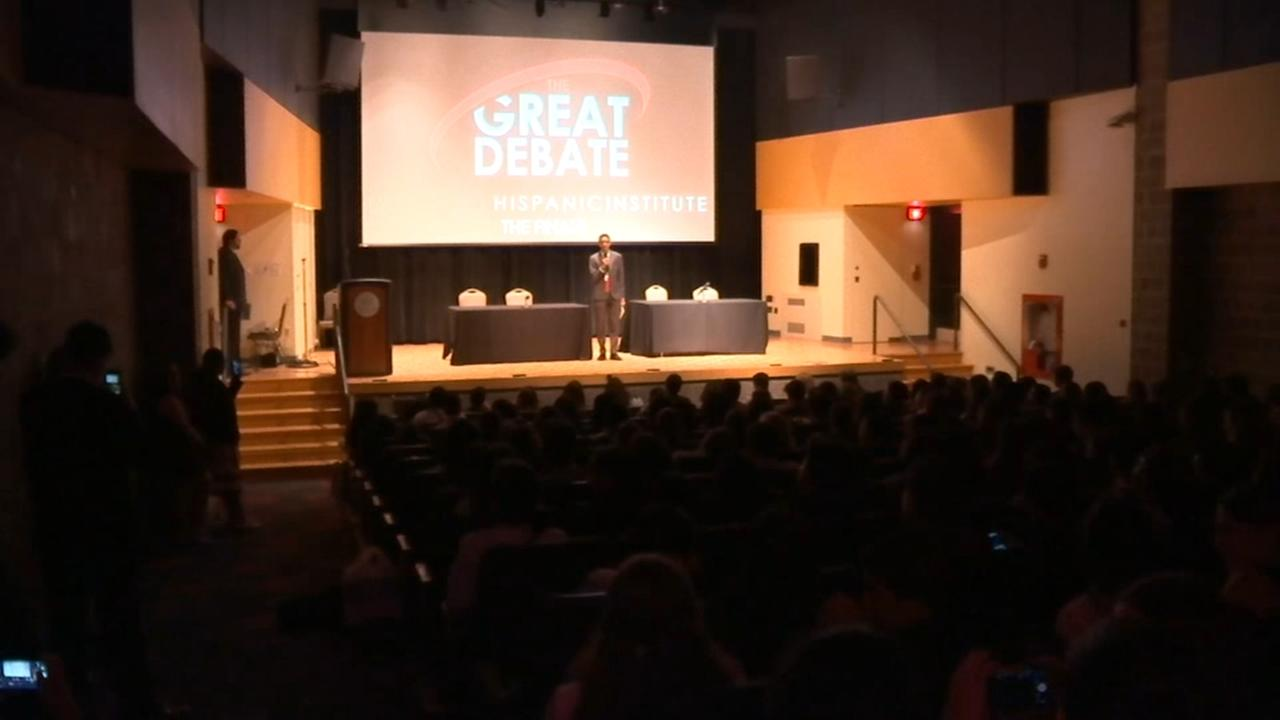 Latino-American H.S. students debate at Villlanova University