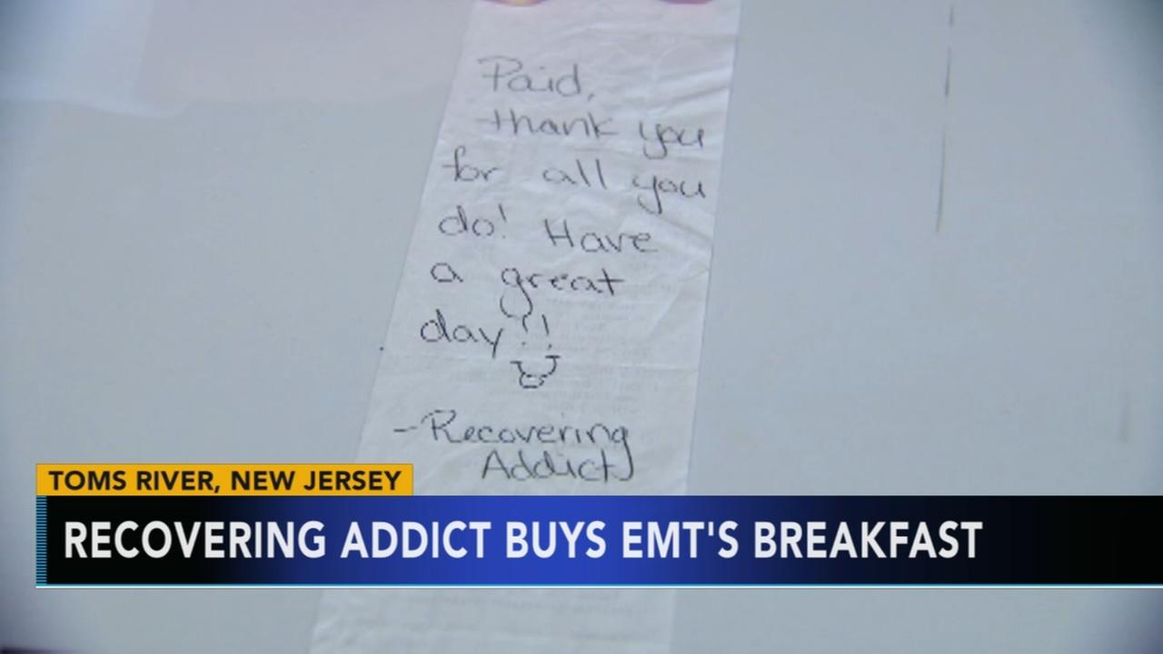 Recovering addict offers kind gesture to EMTs eating breakfast