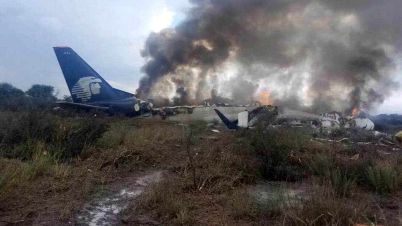 All survive crash of Mexican jetliner, some walk from wreck