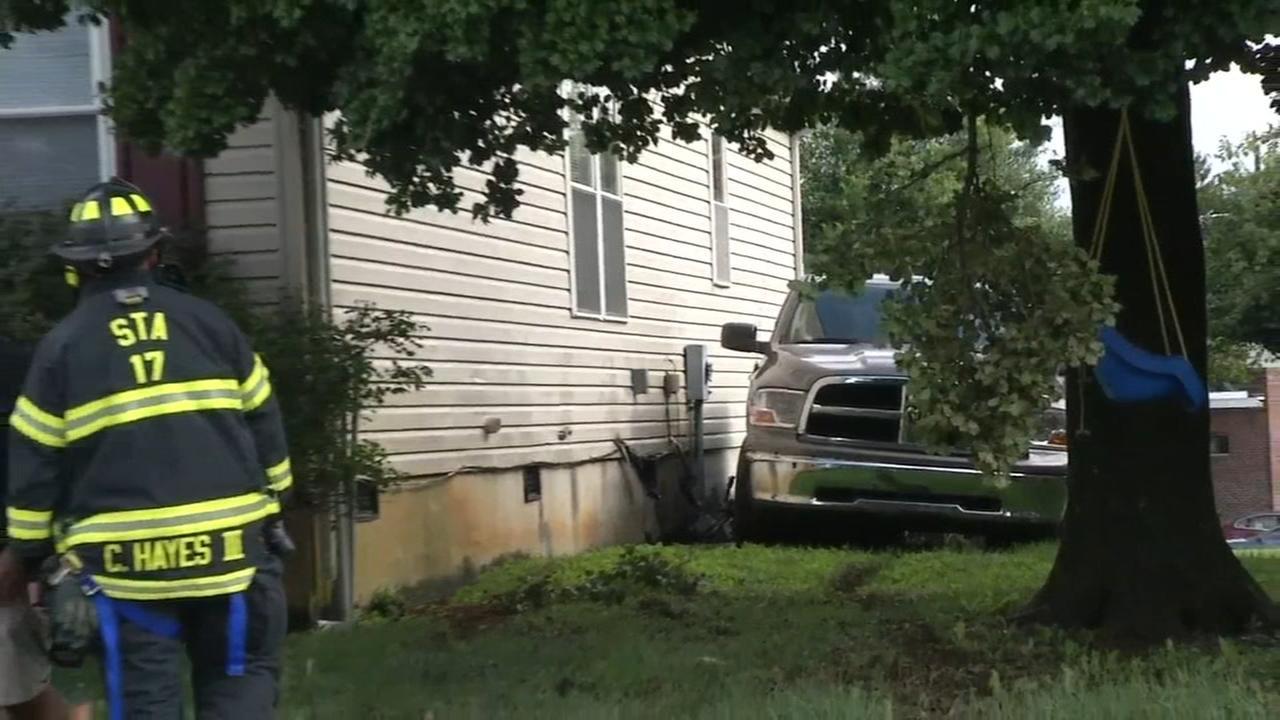 Pickup truck struck house, gas line in New Castle Co.