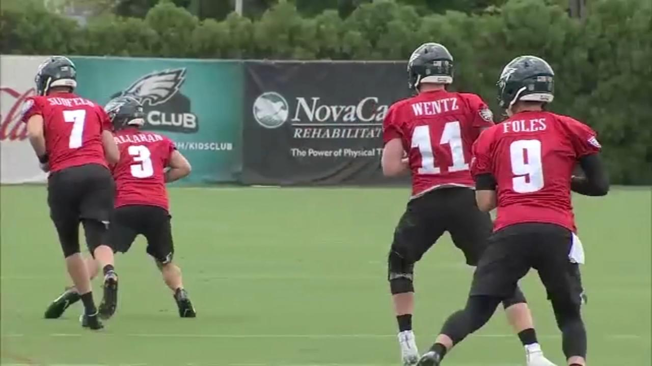 Eagles Training Camp: Wentz to see less time