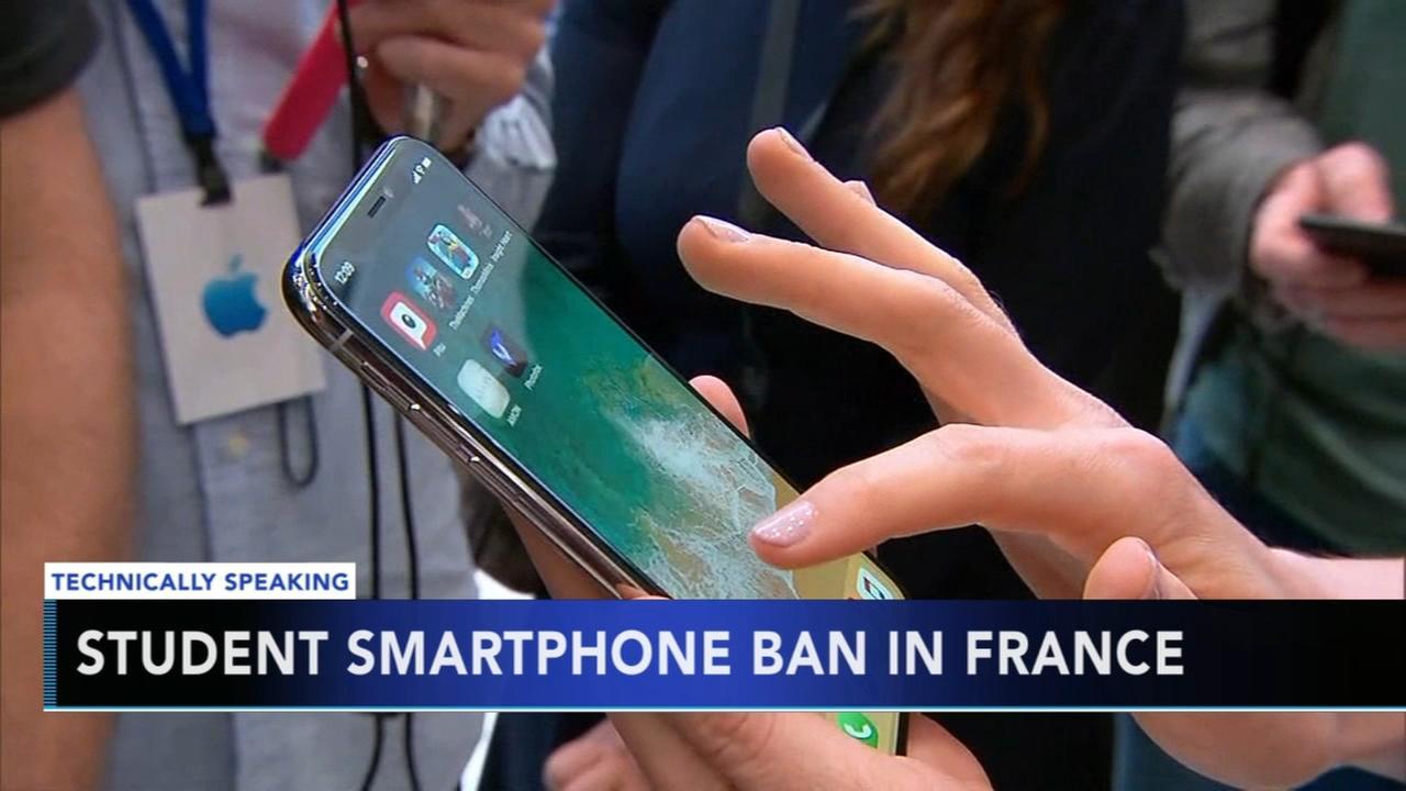 France bans smartphones in schools for students under 16