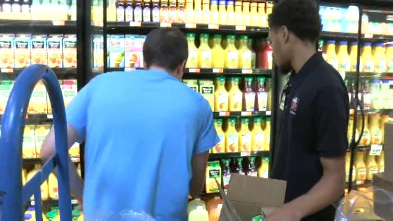 Grocery store worker praised for act of kindness towards teen with autism