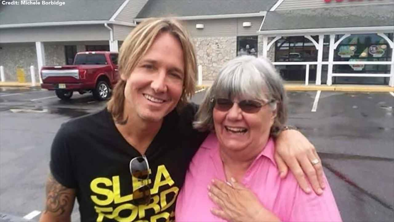 Woman helps stranger in need of cash, finds out it's Keith Urban