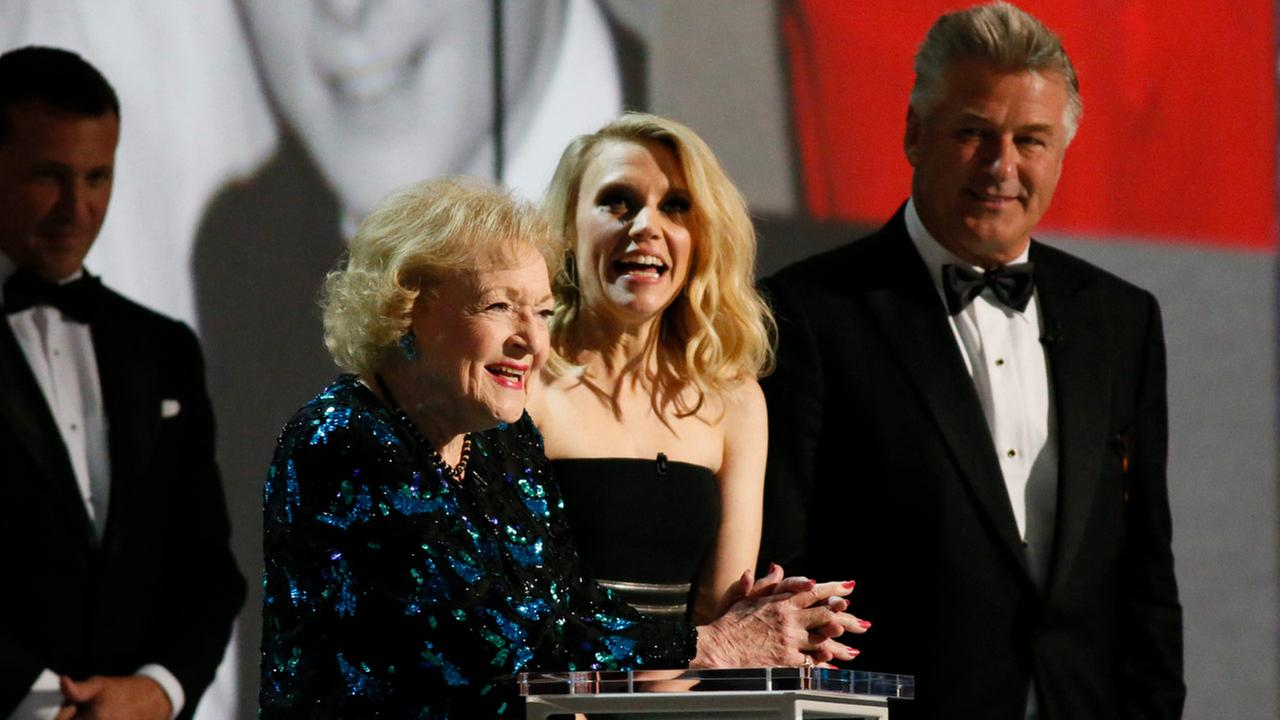 Betty White, Kate McKinnon and Alec Baldwin at the 70th Primetime Emmy Awards on Monday, Sept. 17, 2018.