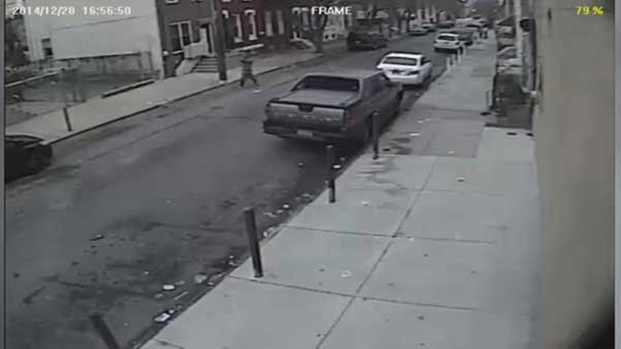 Philadelphia police are investigating a shooting which sent one man to the hospital in the citys Kensington section.