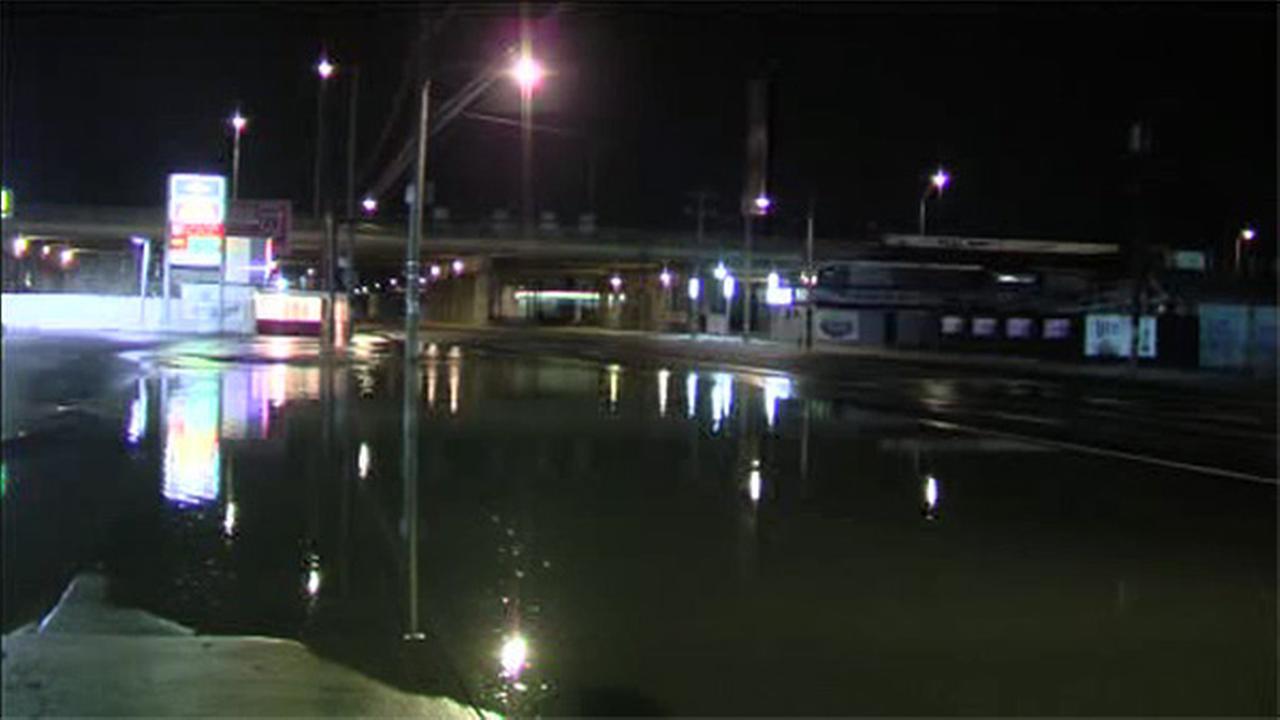Water main break floods South Philadelphia intersection
